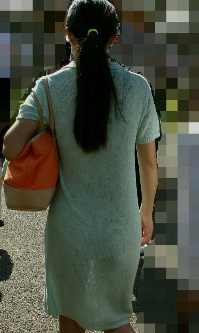 【着衣透けエロ画像】着衣が透けて下着が見えてしまってる素人娘たち! 20