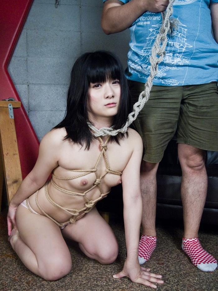 【SM緊縛エロ画像】自由を奪われた女にしたい放題が好きなやつよって来い! 23
