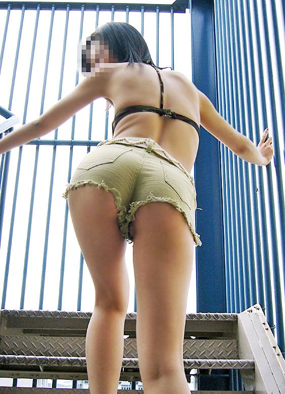 【ホットパンツエロ画像】注目度120%!男の視線を熱く感じるホットパンツ! 13