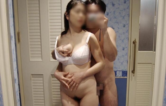 【鏡撮りエロ画像】カップルたちが自分たちのセックスを鏡を使って撮影! 04
