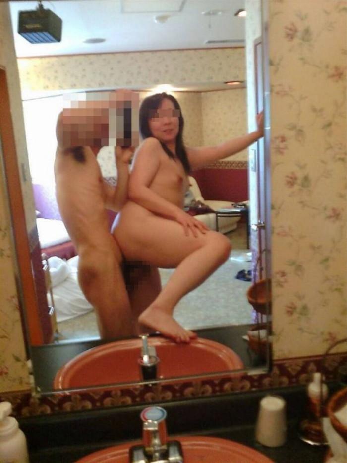 【鏡撮りエロ画像】カップルたちが自分たちのセックスを鏡を使って撮影! 12