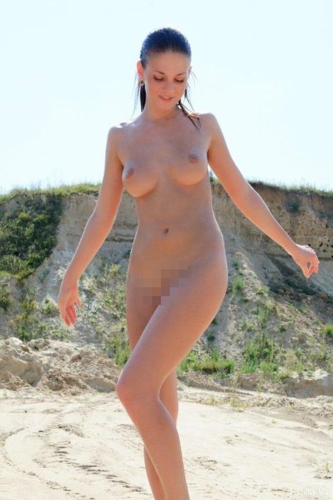 【ヌーディストビーチエロ画像】辺りには裸の女の子だらけ!?素晴らしすぎる天国のようなビーチw 01