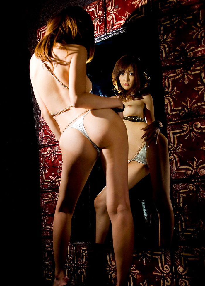 【Tバックエロ画像】美尻といわれる綺麗なお尻の彼女に絶対にはいて貰いたいパンティー!ww 03