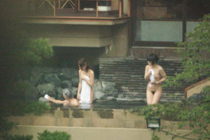 【女湯エロ画像】男子たるもの、一度は女湯覗いてみたい!そう思うだろ?w 08
