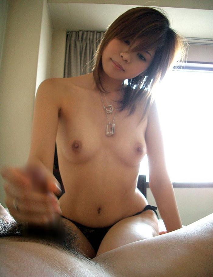 【手コキエロ画像】女の子に手コキで導かれるという感動!女の子がフィンガーサービスw 16