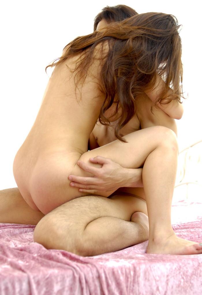【対面座位エロ画像】対面座位という体位でセックスするカップルってラブラブww 19