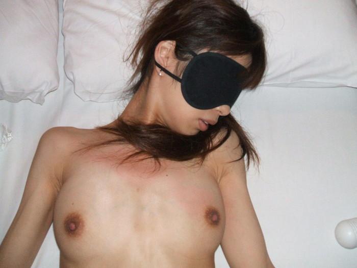 【目隠しエロ画像】視界を奪われた身体は全身性感帯!?目隠しエロ画像 09