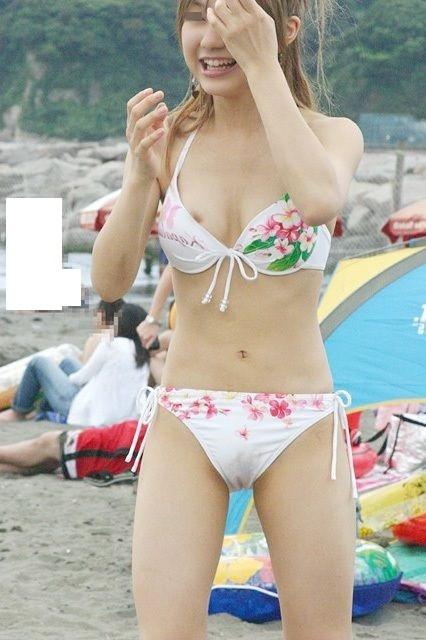 【水着ハプニングエロ画像】まさかの事故!?水着娘を襲ったラッキーすぎるハプニング! 09