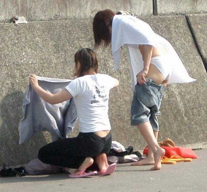 【着替え盗撮】生着替え中を盗撮されてしまった素人娘たちの画像集めたったw 23