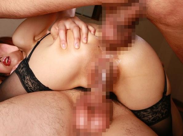 【2穴セックスエロ画像】前も後ろもチンポで塞がれて大満足!?2穴セックス! 02