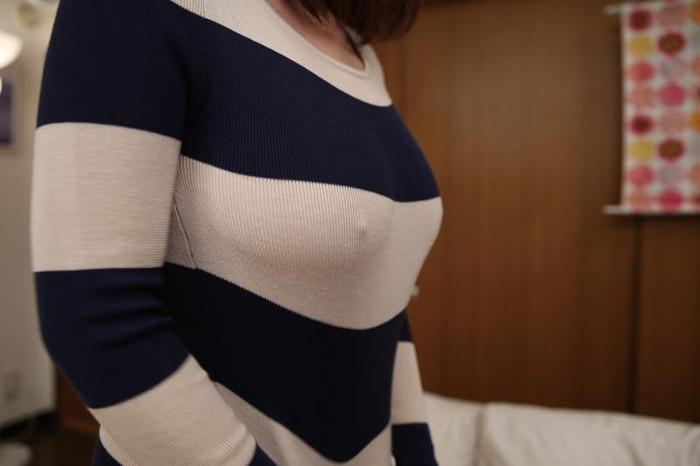 【胸ポチエロ画像】この女、ノーブラだな!?ってハッキリと分かる画像がコチラww 03
