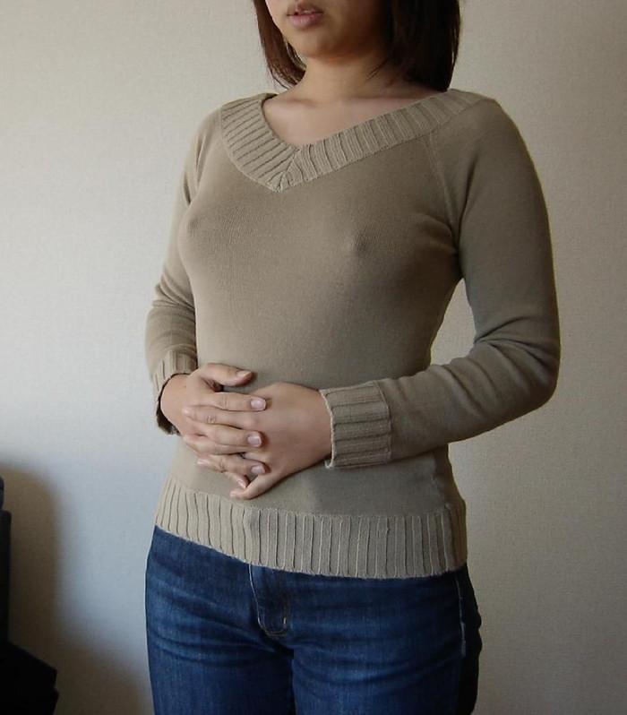 【胸ポチエロ画像】この女、ノーブラだな!?ってハッキリと分かる画像がコチラww 24