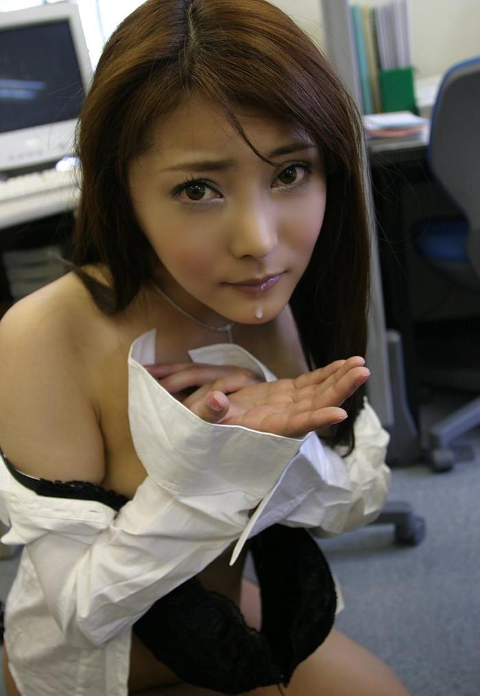 【口内発射エロ画像】可愛い女の子の口内にたっぷりザーメン出したったぜwww 02