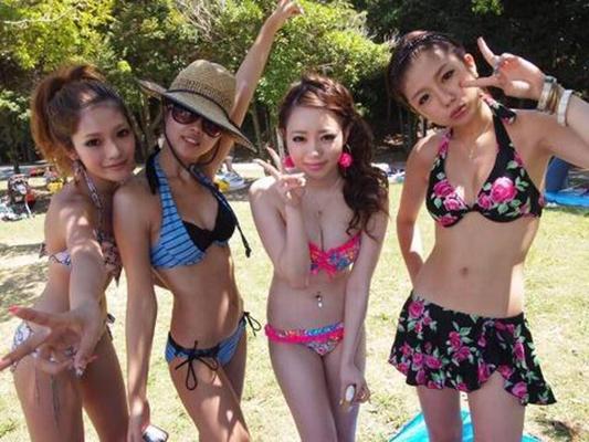 【素人水着エロ画像】素人娘たちの生々しい水着姿に勃起不可避!www 15