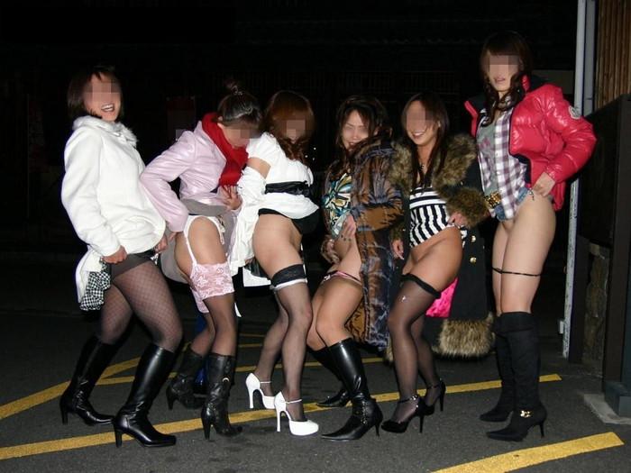 【悪ノリエロ画像】ノリとイキオイだけでエロ設営してしまった女の子たち! 10