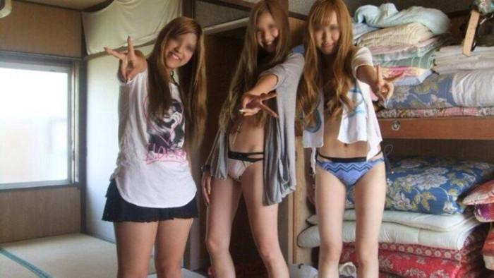 【悪ノリエロ画像】ノリとイキオイだけでエロ設営してしまった女の子たち! 20