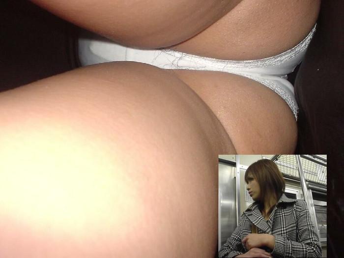 陰毛もセットのパンチラエロ画像