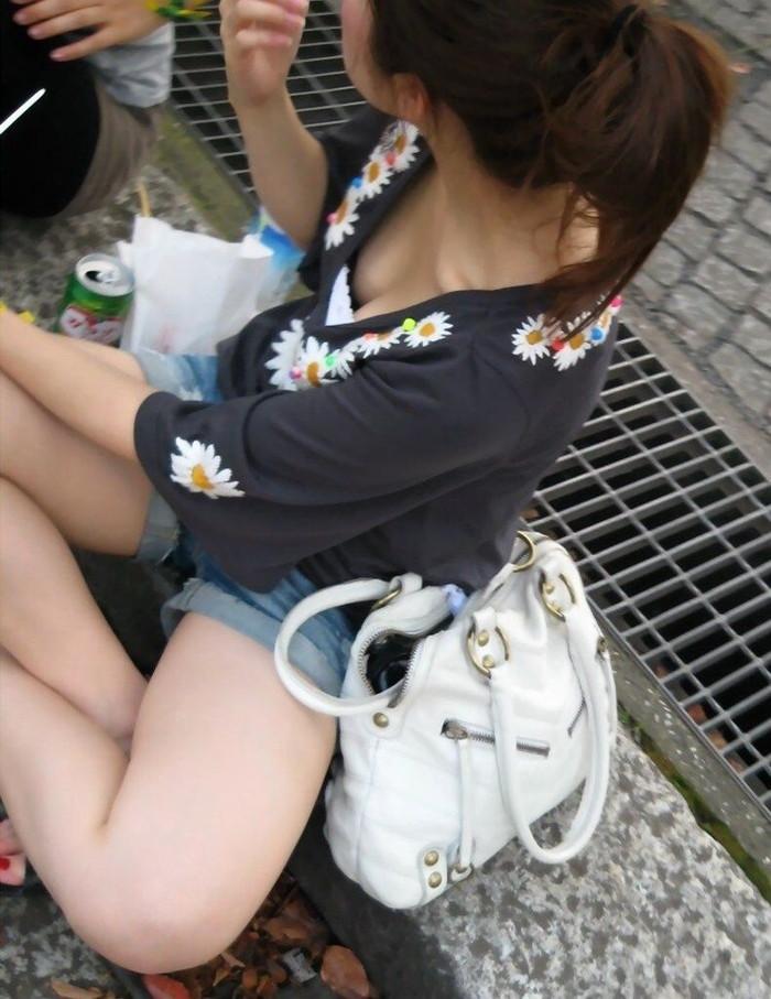 【胸チラエロ画像】素人娘たちの胸チラねらって撮影した結果、思いのほかエロかった! 06