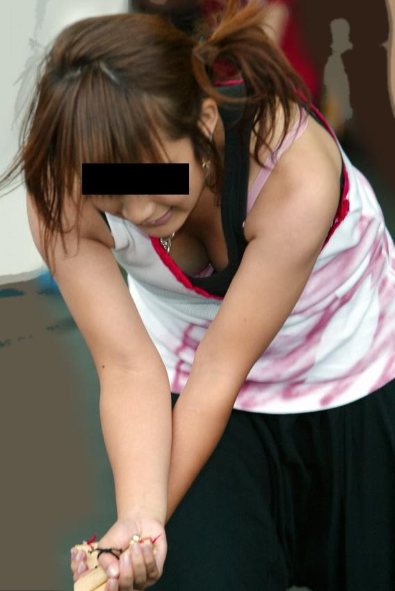 【胸チラエロ画像】素人娘たちの胸チラねらって撮影した結果、思いのほかエロかった! 12