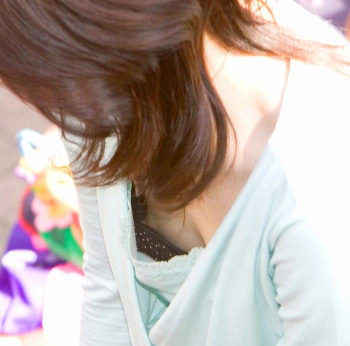 【胸チラエロ画像】素人娘たちの胸チラねらって撮影した結果、思いのほかエロかった! 19