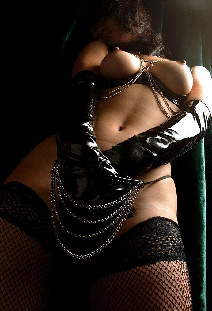 【ボンテージエロ画像】クールandセクシーなボンテージに身を包んだ女の子! 13