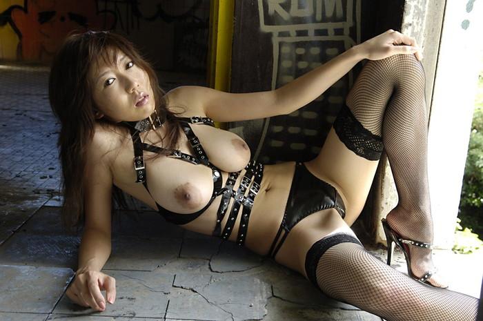 【ボンテージエロ画像】クールandセクシーなボンテージに身を包んだ女の子! 20