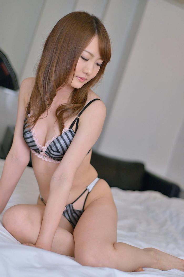 【セクシーランジェリーエロ画像】セクシーさに重点を置いた女性下着、さすがだなw 23