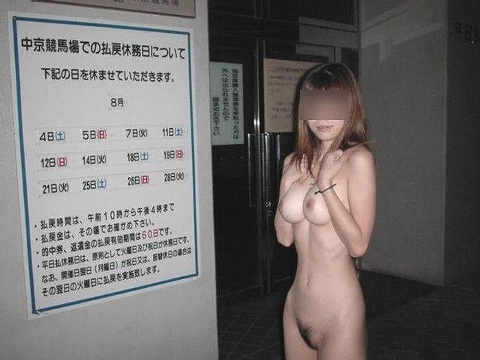 【野外露出エロ画像】暖かくなると増えてくるのがこういうバカ女!wwww 09