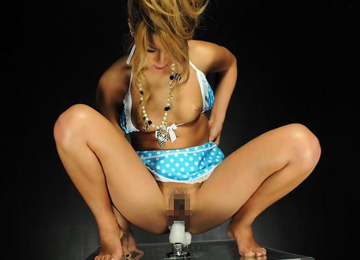 【ディルドエロ画像】濡れ濡れの蜜穴にディルドをズブリ!ディルドの使用例w 14