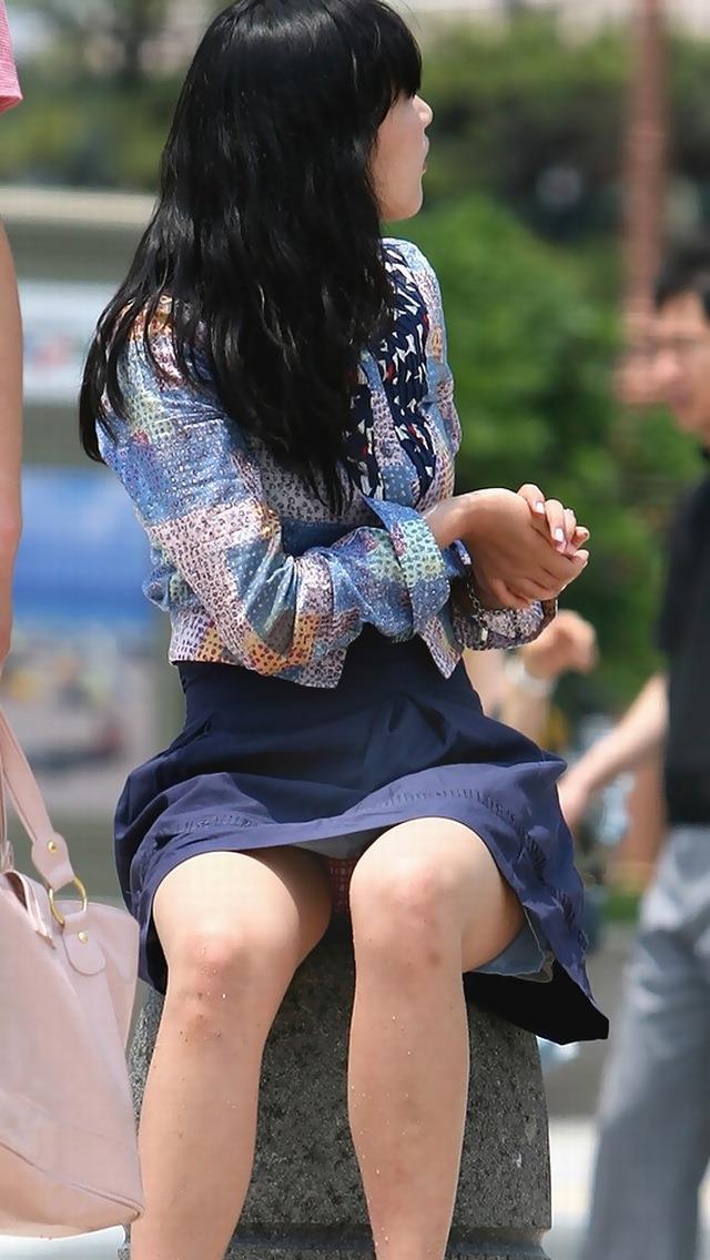 【街撮りパンチラエロ画像】街中で見かけたパンチラ女子を隠し撮りしたったww 10