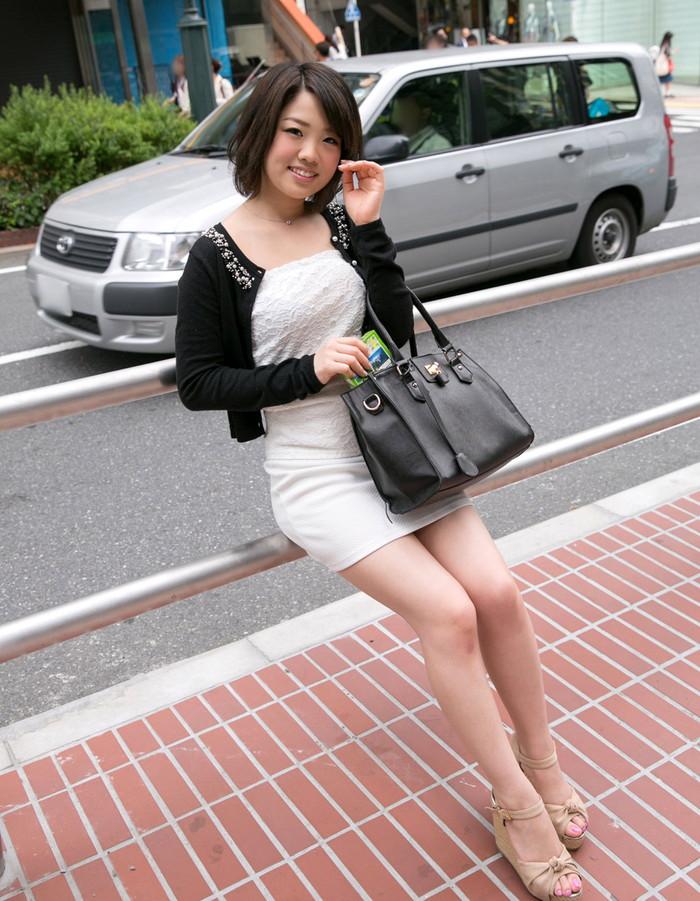 【ミニスカ美脚エロ画像】女の子のミニスカートからスラリと伸びる脚線美! 16