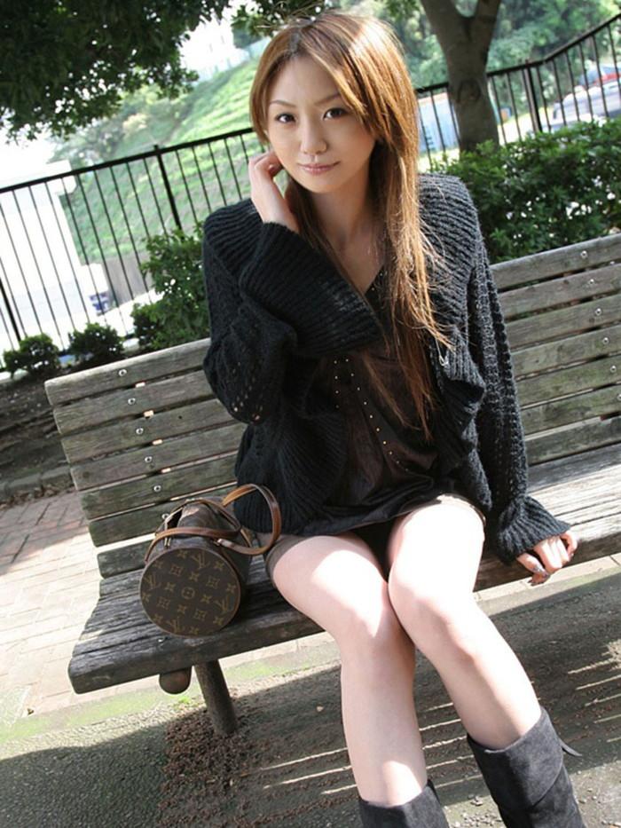 【ミニスカ美脚エロ画像】女の子のミニスカートからスラリと伸びる脚線美! 17