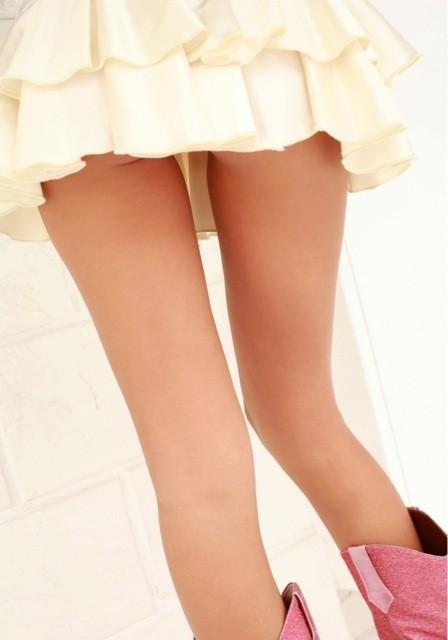 【ミニスカ美脚エロ画像】女の子のミニスカートからスラリと伸びる脚線美! 18