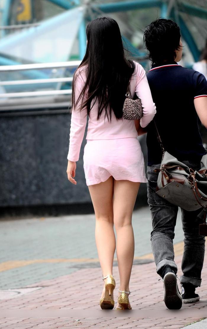 【ミニスカ美脚エロ画像】女の子のミニスカートからスラリと伸びる脚線美! 21