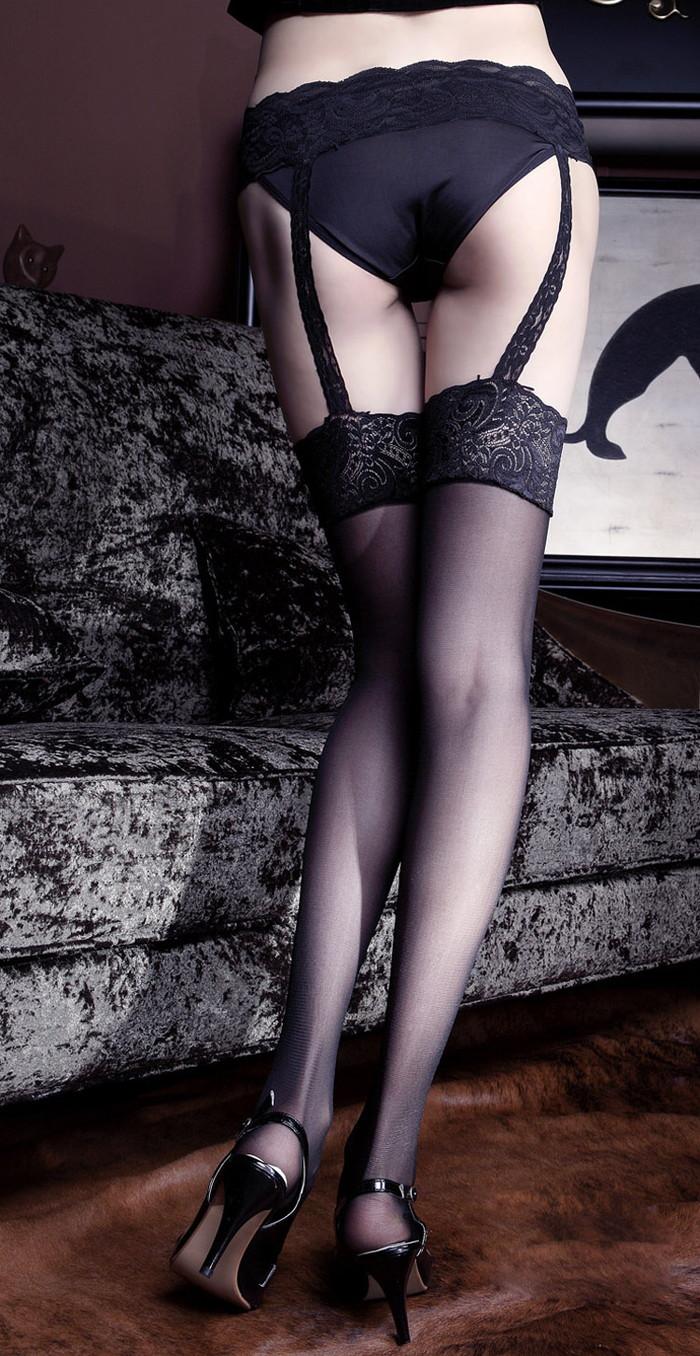 【ガーターベルトエロ画像】セクシー系の下着ならぜひともコレはセットで装着してほしいw 09