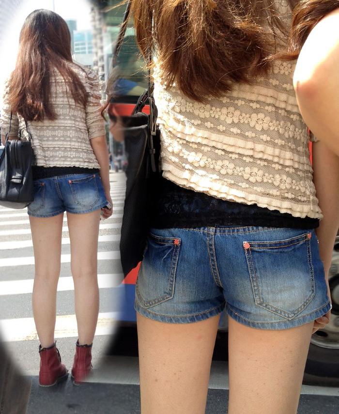 【ホットパンツエロ画像】街中で見かけるホットパンツで誘ってる女!www 23