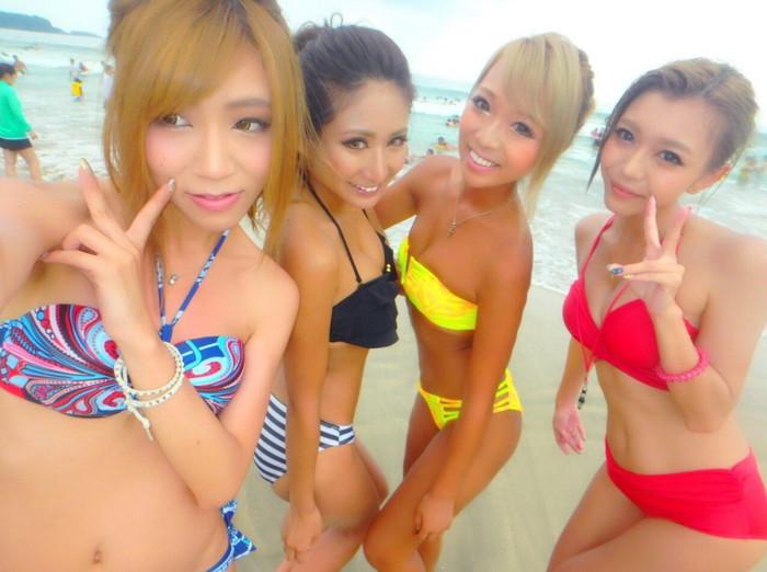【素人水着エロ画像】素人娘たちの解放的かつ生々しい水着姿にフル勃起! 15