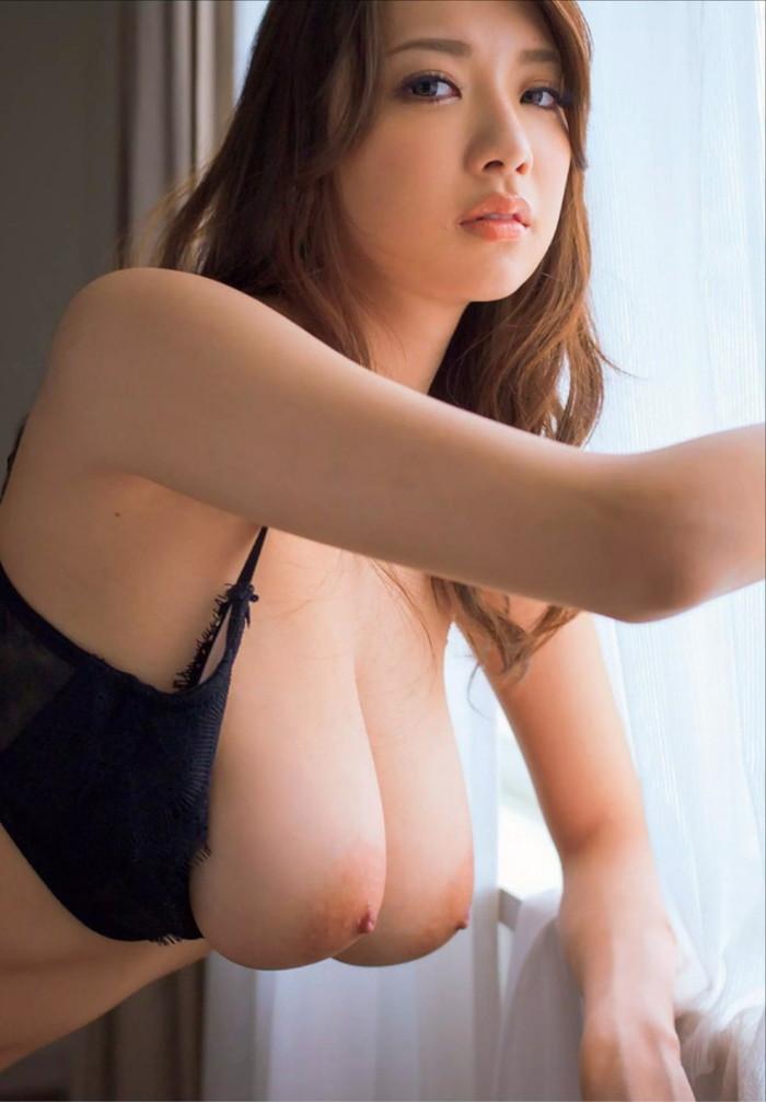 【巨乳エロ画像】世の中には巨乳好きの男が多いそうだ!巨乳好きな男子よ!これを見よ!ww 13