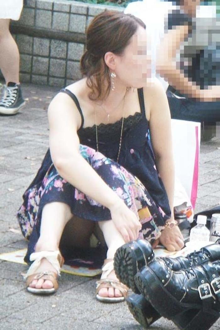 【街撮りパンチラエロ画像】街中で見かけたパンチラしてる女子の画像集めたったw 10