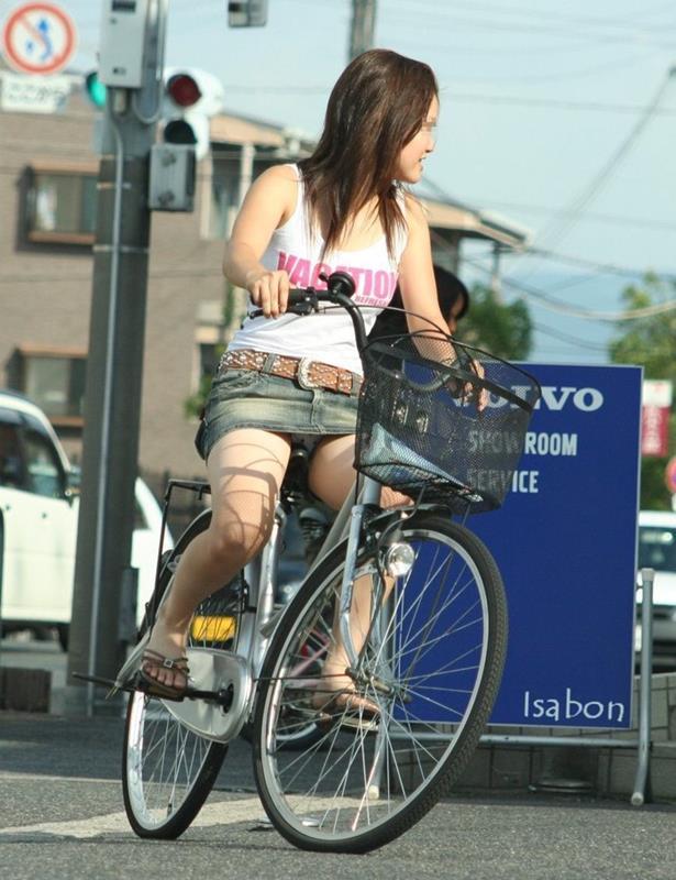 【街撮りパンチラエロ画像】街中で見かけたパンチラしてる女子の画像集めたったw 12