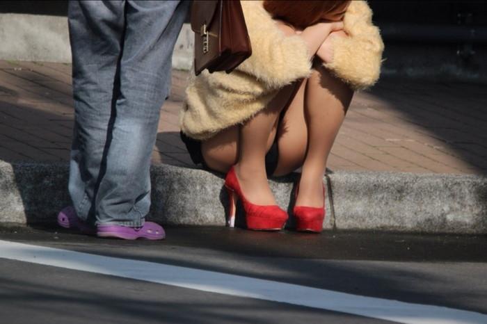 【街撮りパンチラエロ画像】街中で見かけたパンチラしてる女子の画像集めたったw 14