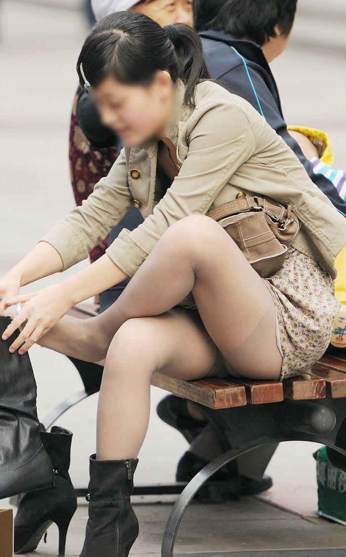 【街撮りパンチラエロ画像】街中で見かけたパンチラしてる女子の画像集めたったw 25