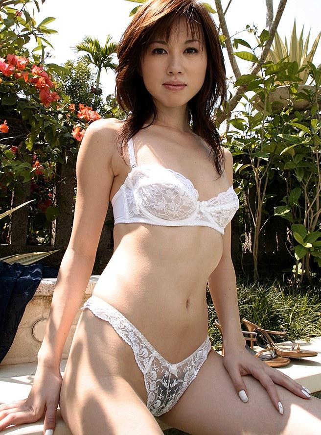 【透け下着エロ画像】スッケスケの女性下着!まるで全裸じゃねーか!?www 24