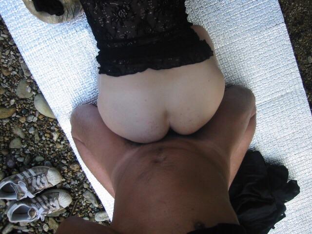 【野外セックスエロ画像】開放的すぎるアウトドア派のセックスがこちらw 06