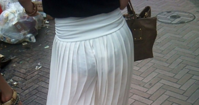 【街撮り着衣透けエロ画像】ガチ素人たちの街中で透けた着衣にフル勃起必至!www