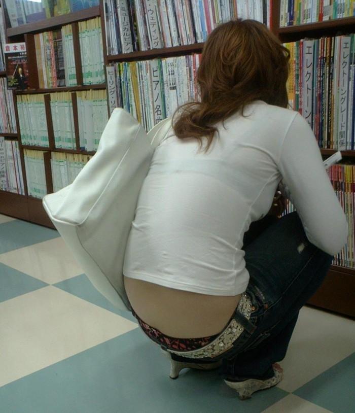 【ローライズエロ画像】こんなファッション卑猥すぎる!?パンチラ満載のファッション! 表紙