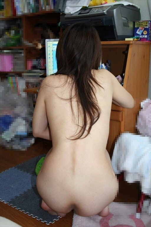 【家庭内盗撮エロ画像】家庭内で盗撮された哀れな素人娘たちの画像 02
