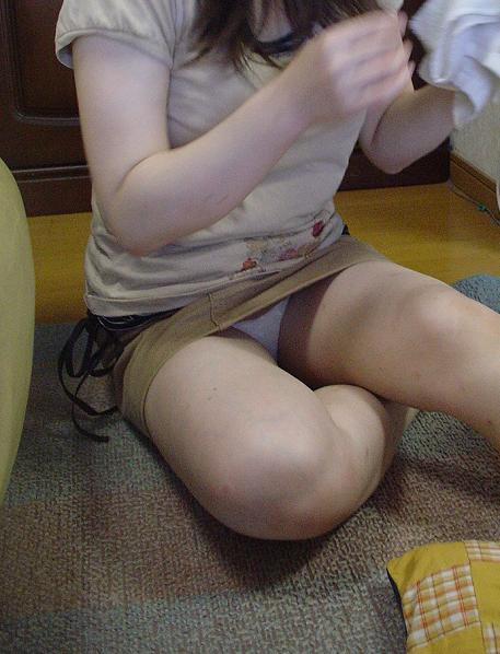 【家庭内盗撮エロ画像】家庭内で盗撮された哀れな素人娘たちの画像 17