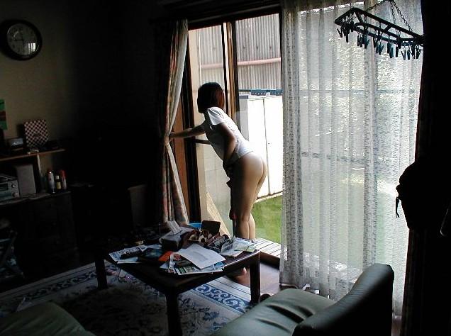 【家庭内盗撮エロ画像】家庭内で盗撮された哀れな素人娘たちの画像 22