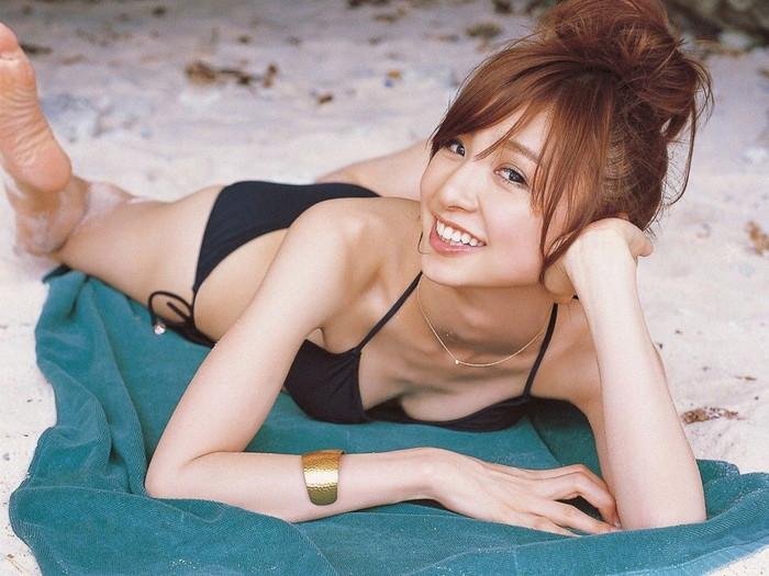 【ビキニエロ画像】よく見りゃ下着と大差のない水着といえばやっぱりビキニ!?